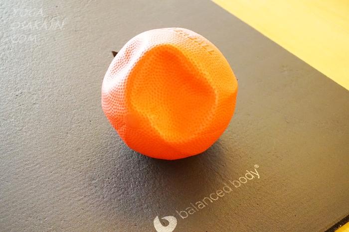 ピラティス小道具の定番、ボール